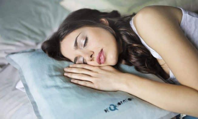 dormir, dormir en la cama