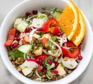 una ensalada de verduras con mucho cuerpo