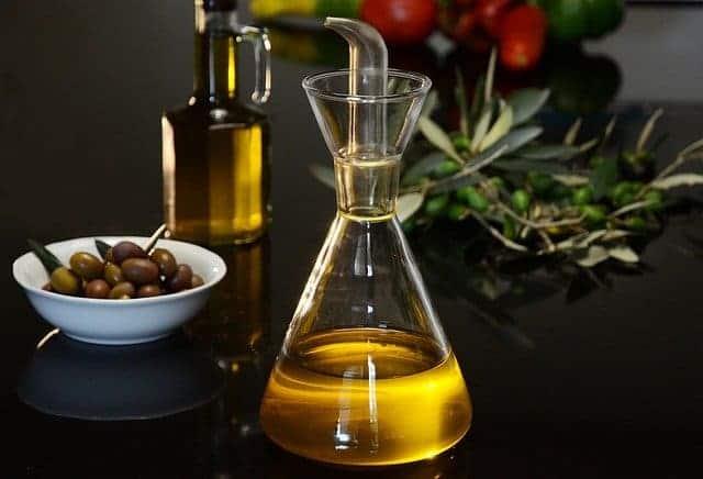 aceite y aceitunas verdes flacon