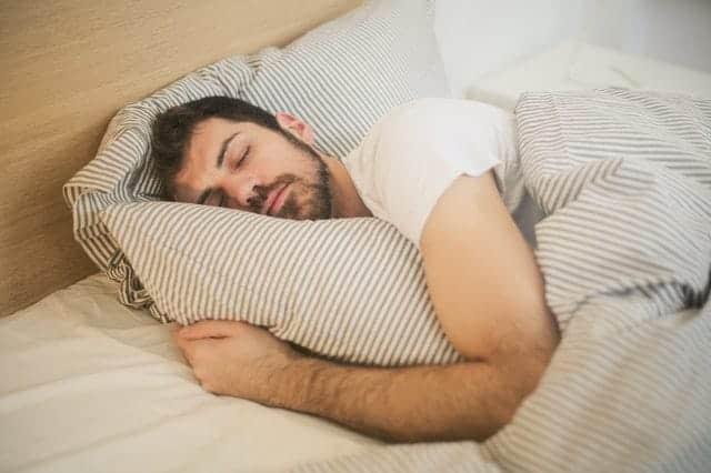 hombre en sueño profundo